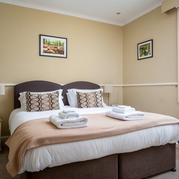 Crossways Guest House - double / twin / triple en-suite room