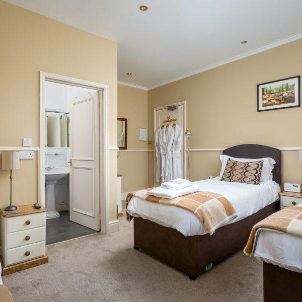 Crossways Guest House - double / twin / triple en-suite room (3)