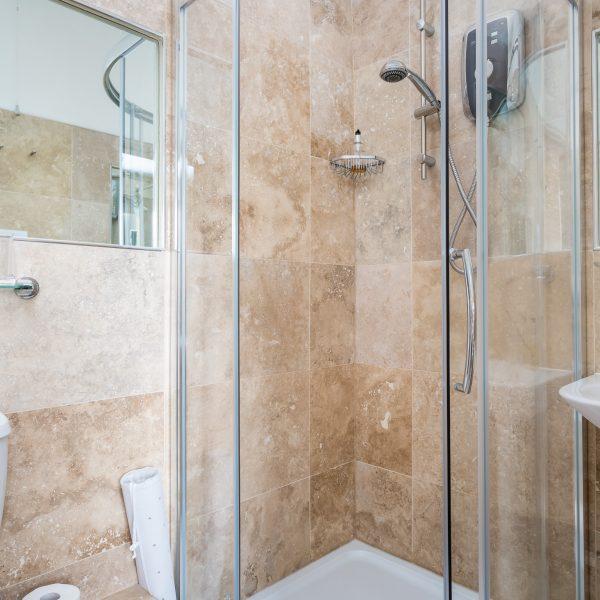 Crossways Guest House - double en-suite room shower/toilet (4)