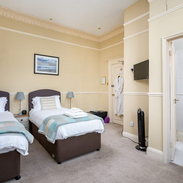 Crossways Guest House - twin / double en-suite room (1)